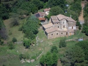 La maison, vue d'hélicoptère.